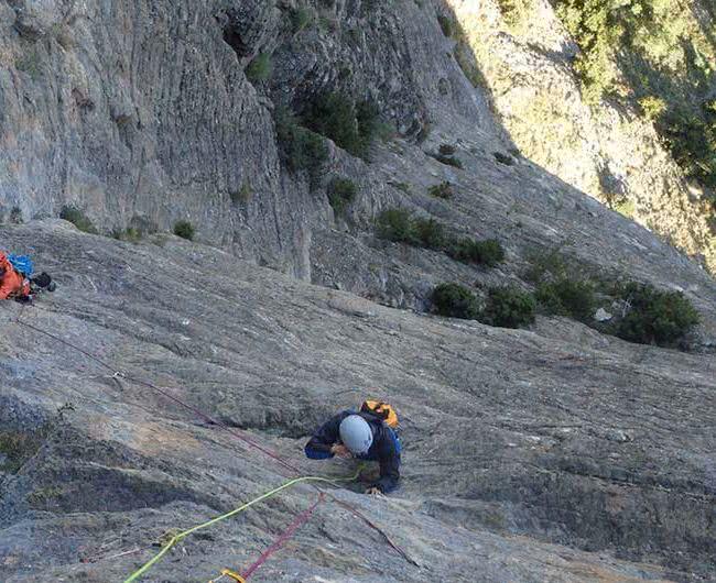 curso varios largos equipados en escalada en huesca