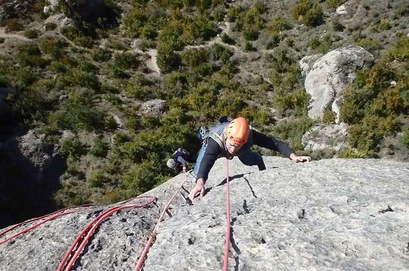 curso varios largos equipados en escalada en calcena