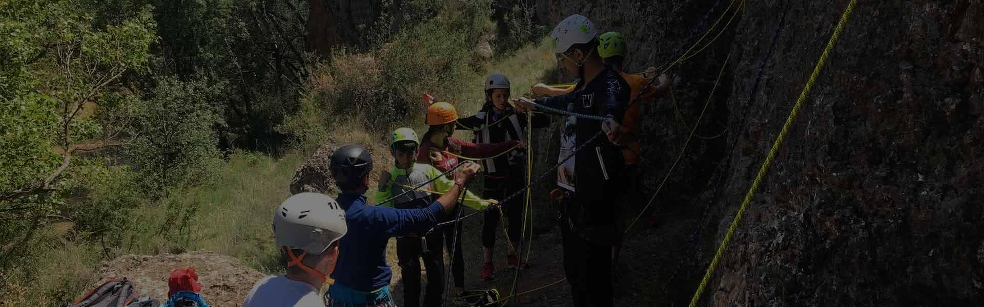 Curso iniciacion a la escalada para jovenes en Calcena