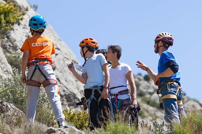 Curso iniciacion a la escalada para niños en Calcena