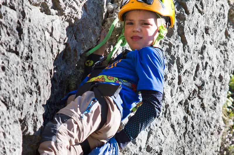 Iniciacion a la escalada para niños en Calcena