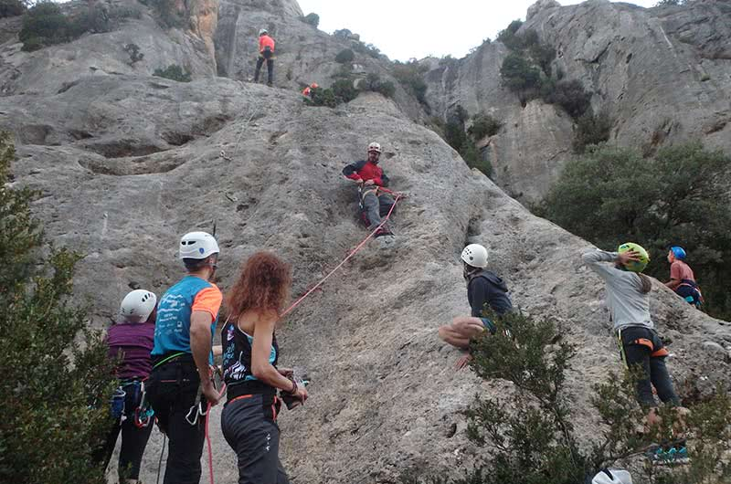 bautismo de escalada en roca para grupos jovenes y niños en zaragoza