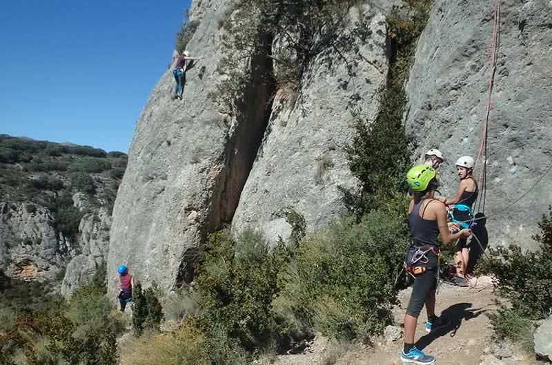 bautismo de escalada en roca para grupos en zaragoza