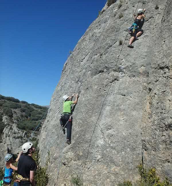 curso de iniciacion a la escalada en roca para jovenes en zaragoza