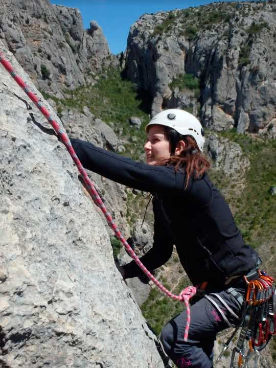 Curso varios largos de escalada en Calcena