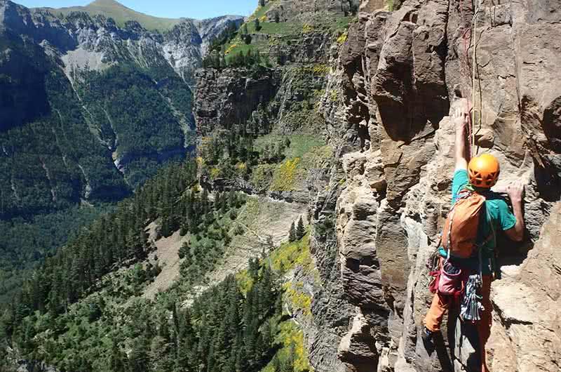 Aventura de escalada en ordesa pirineo