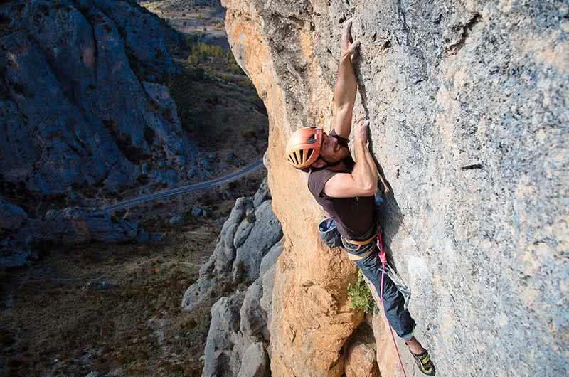 escalada deportiva en la cara oculta